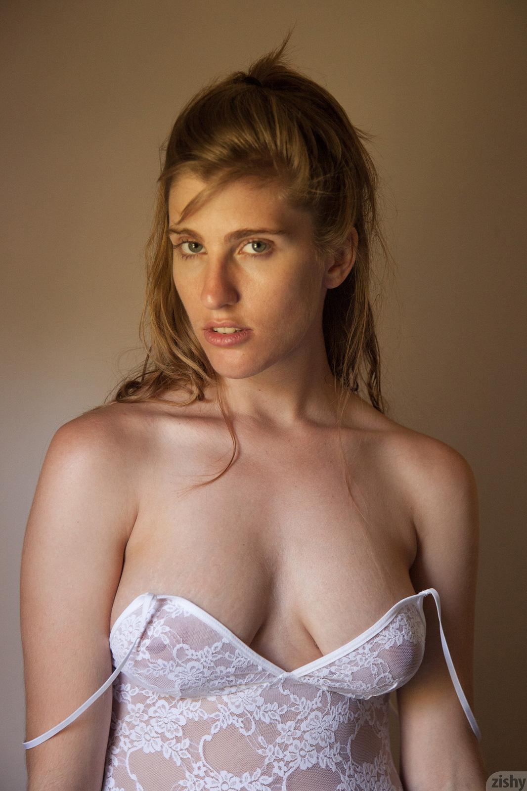 nude Margitte levy