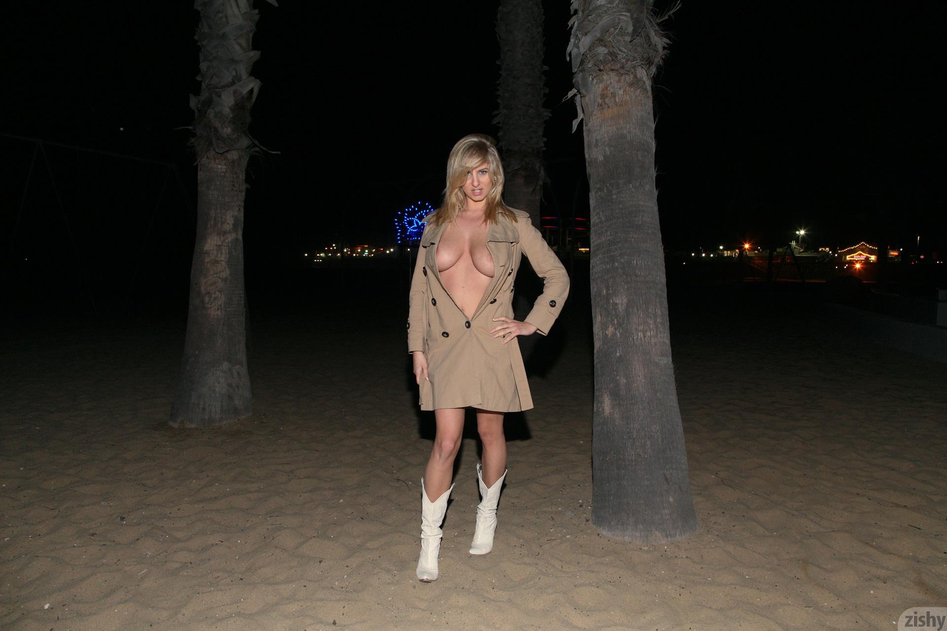 http://images.sexyteenheat.com/403/145261/3689216f211b6ca8eae3c7f8616e70bf/1387228.jpg